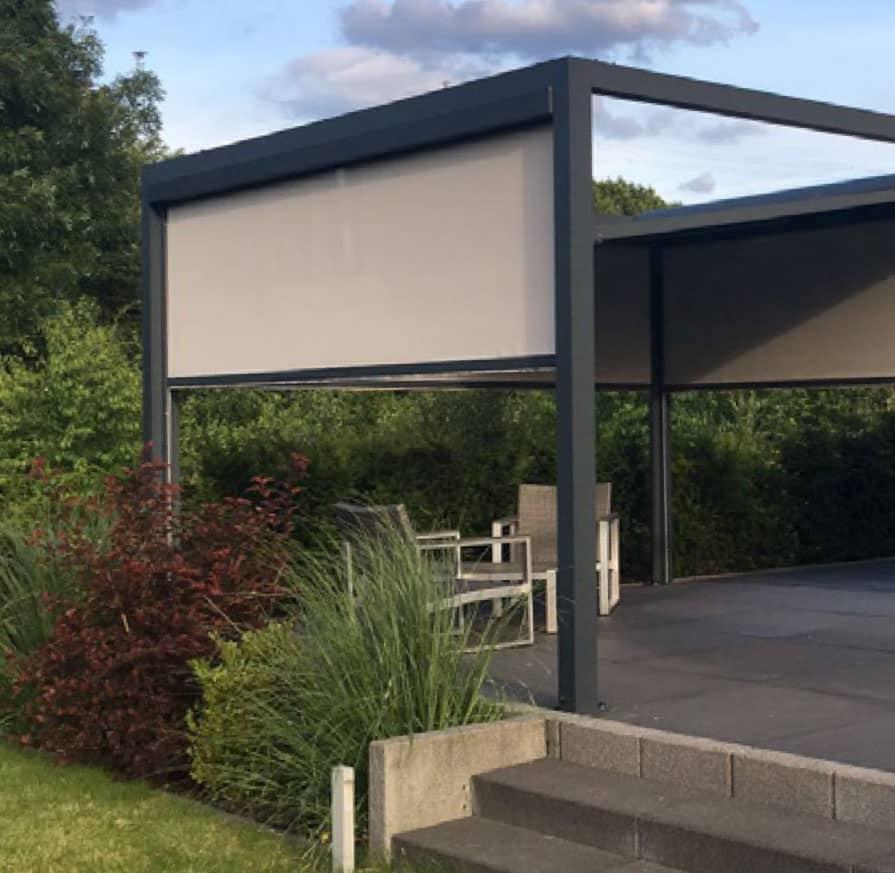 Senkrechtmarkise an freistehenden Terrassendach / Pavillon